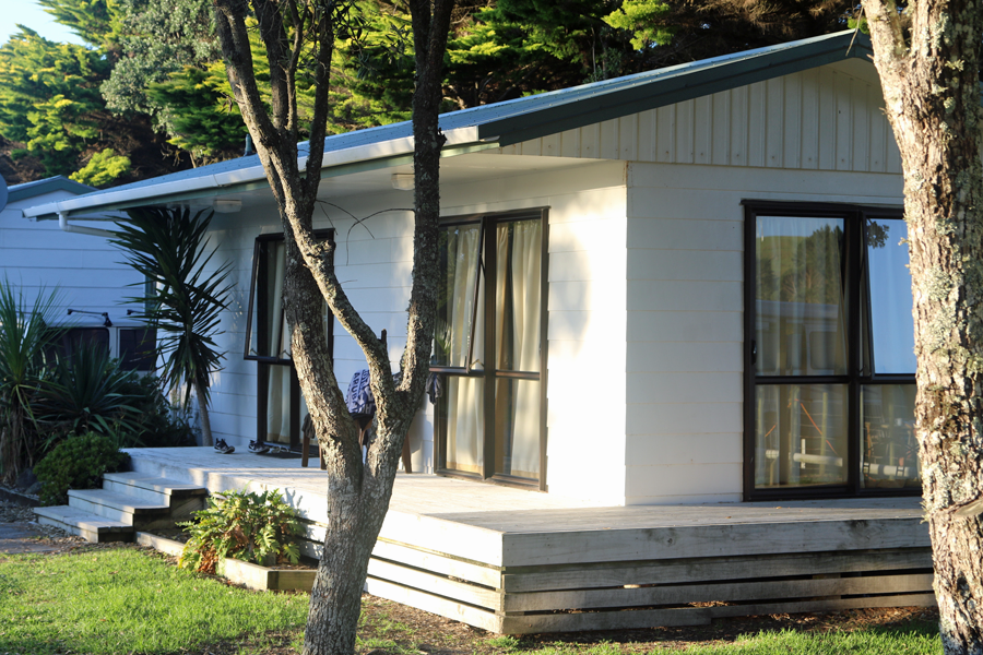 http://www.pakiriholidaypark.co.nz/wp-content/uploads/2016/05/AccomTile_FamCabin.png