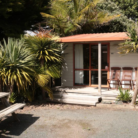 http://www.pakiriholidaypark.co.nz/wp-content/uploads/2016/12/KitchenCabin2-540x540.jpg