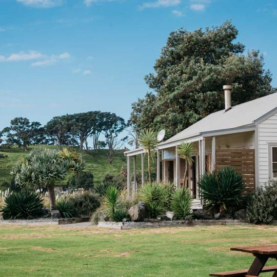 http://www.pakiriholidaypark.co.nz/wp-content/uploads/2016/12/Lux-Lodge-2-540x540.jpg