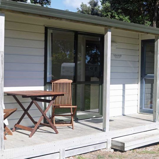 http://www.pakiriholidaypark.co.nz/wp-content/uploads/2016/12/Unit9-3-540x540.jpg